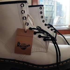 NEW Dr. Martens 1460 smooth